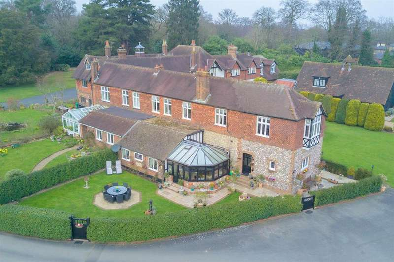 5 Bedrooms Country House Character Property for sale in Hogscross Lane, Chipstead, Coulsdon