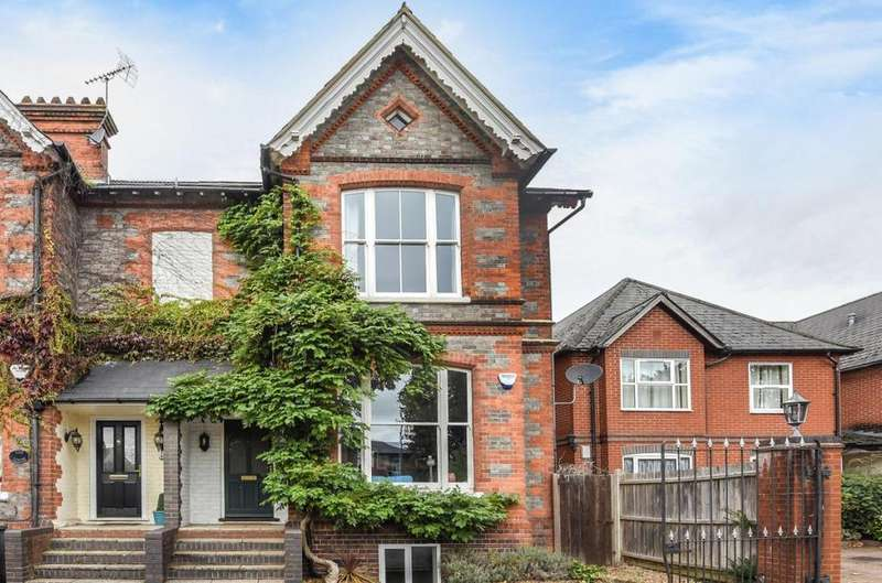 4 Bedrooms Semi Detached House for sale in The Lodge, Reading, RG1