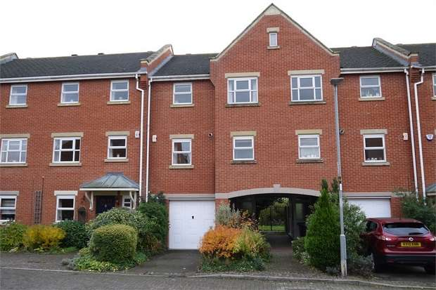 3 Bedrooms Town House for sale in Yeomanry Court, Market Harborough, Leicestershire