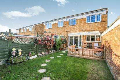 3 Bedrooms Semi Detached House for sale in Churchill Way, Sandy, Bedfordshire, .