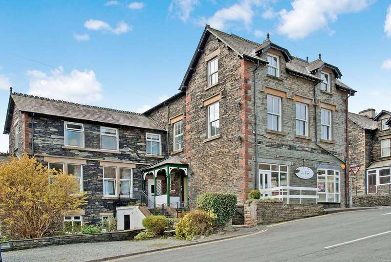2 Bedrooms Flat for sale in Flat 2 Fernlea, Lake Road, Coniston, Cumbria LA21 8EW