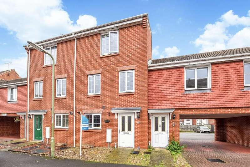 4 Bedrooms Town House for sale in Woodland Walk, Aldershot