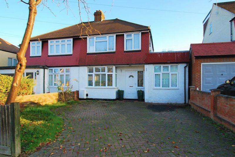4 Bedrooms Semi Detached House for sale in Cedarcroft Road, Chessington