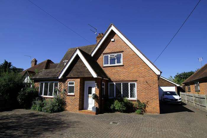 4 Bedrooms Detached House for sale in Whyteladyes Lane, COOKHAM, SL6