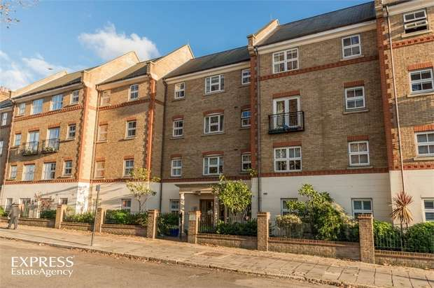 1 Bedroom Flat for sale in 194 Horn Lane, London