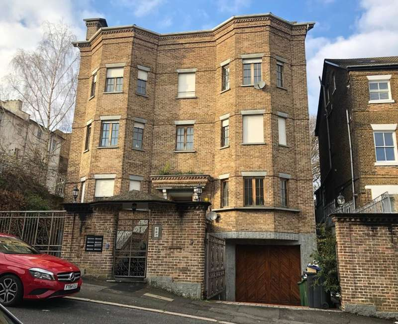 2 Bedrooms Ground Flat for sale in Cintra Park, Crystal Palace, London, SE19 2LQ