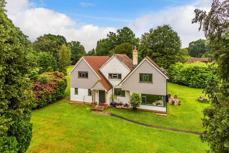 5 Bedrooms Detached House for sale in Snow Hill, East Grinstead, RH10