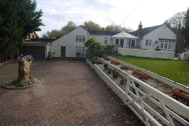 3 Bedrooms Bungalow for sale in West Mains Cottage, Uppingham Road, Tugby, LE7