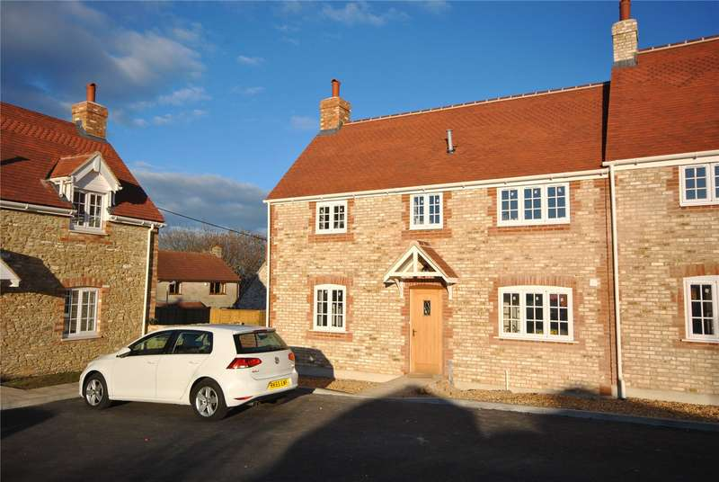 3 Bedrooms Semi Detached House for sale in Kington View, Templecombe, Somerset, BA8