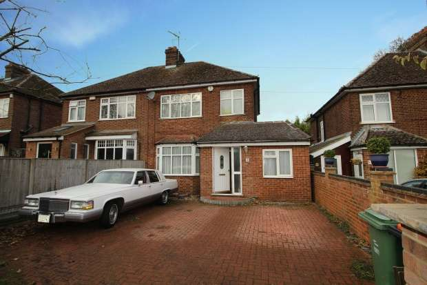 4 Bedrooms Semi Detached House for sale in Beech Road, Dunstable, Bedfordshire, LU6 3LY
