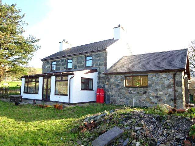 4 Bedrooms Detached House for sale in TAI ISAF, WAUNFAWR LL55