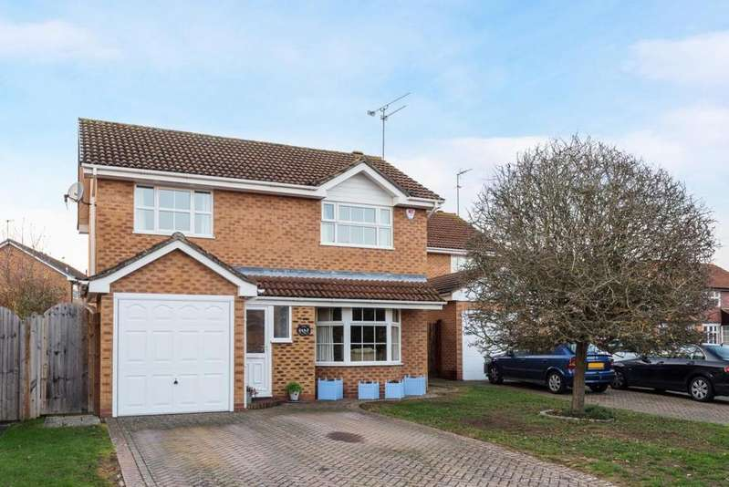 4 Bedrooms Detached House for sale in Devon Close, Wokingham, RG41