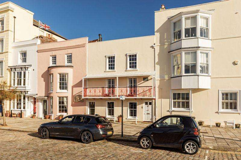 4 Bedrooms Terraced House for sale in Grand Parade, Old Portsmouth