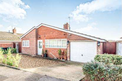 3 Bedrooms Bungalow for sale in Neville Crescent, Bromham, Bedford, Bedfordshire