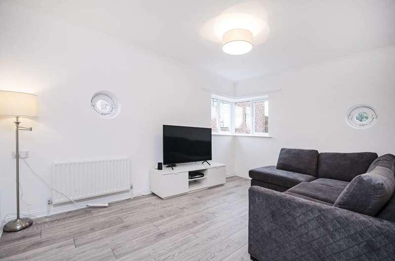 2 Bedrooms Flat for sale in Lavington Close, Hackney Wick, E9
