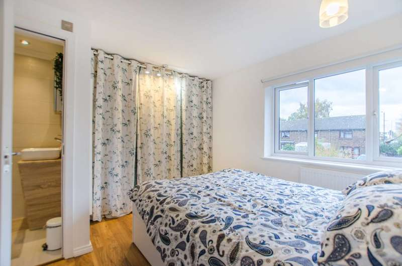 3 Bedrooms House for sale in Renfrew Close, Beckton, E6