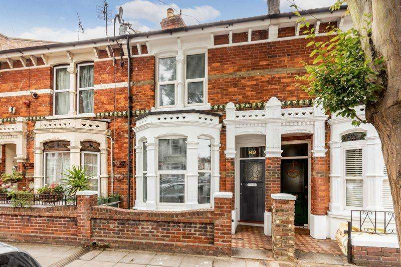 4 Bedrooms Terraced House for sale in Frensham Road, Southsea