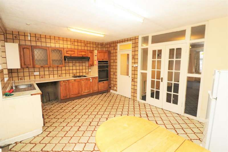 3 Bedrooms End Of Terrace House for sale in Burnham Road, Chingford, E4