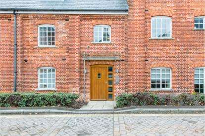 2 Bedrooms Flat for sale in Brewery Lane, Romsey, Hampshire