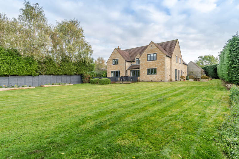 5 Bedrooms Detached House for sale in Milbourne, Malmesbury