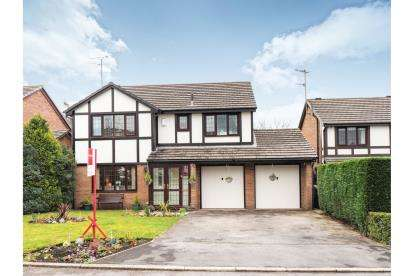4 Bedrooms Detached House for sale in Swallow Close, Carrbrook, Stalybridge, Greater Manchester