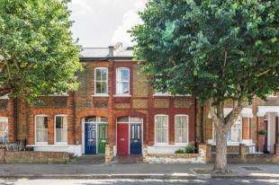 3 Bedrooms Flat for sale in Ingelow Road, Battersea, London