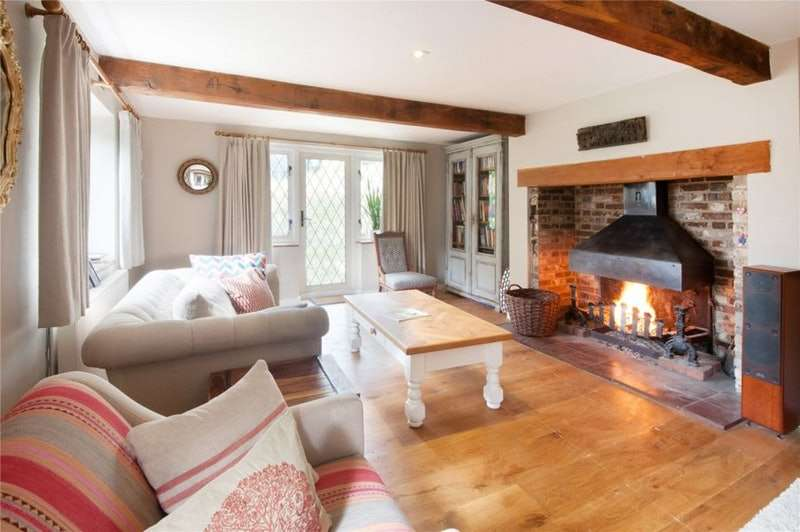 3 Bedrooms Semi Detached House for sale in The Street, Litlington, East Sussex, BN26