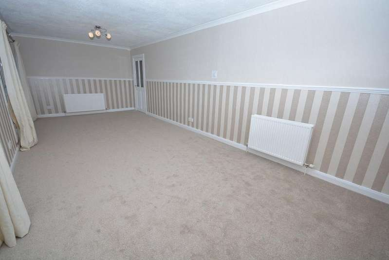 3 Bedrooms Maisonette Flat for sale in Mackendrick Place, Kilmarnock, KA3