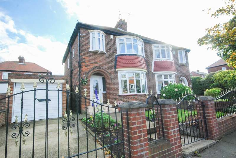3 Bedrooms Semi Detached House for sale in Dykelands Road, Fulwell