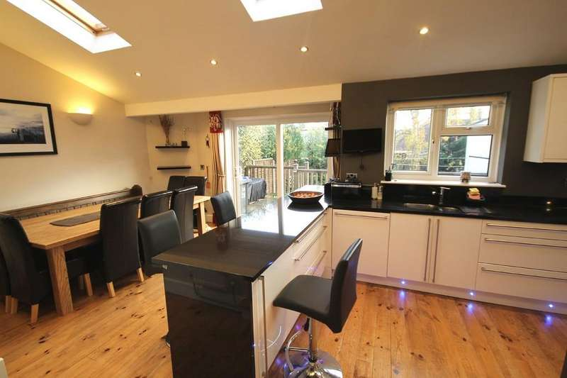 3 Bedrooms Semi Detached Bungalow for sale in Downland Avenue, Southwick