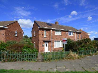 2 Bedrooms Semi Detached House for sale in Scawby Crescent, Lincoln, Lincolnshire, .