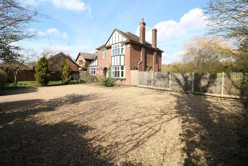 4 Bedrooms Detached House for sale in Bedford Road, Rushden NN10 0SQ