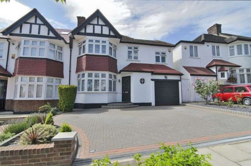 4 Bedrooms Semi Detached House for sale in Townsend Avenue, Southgate, London. N14