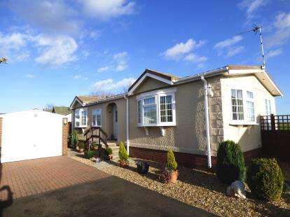 2 Bedrooms Bungalow for sale in Marina View, Dogdyke, Lincoln, Lincolnshire