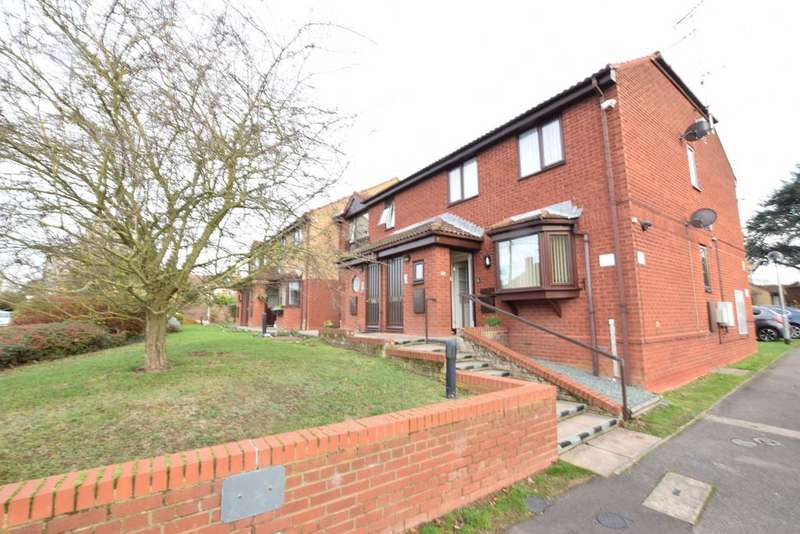 2 Bedrooms Apartment Flat for sale in Chapel Hill, Braintree