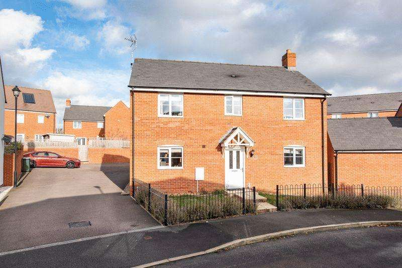 4 Bedrooms Detached House for sale in Ossulbury Lane, Aylesbury