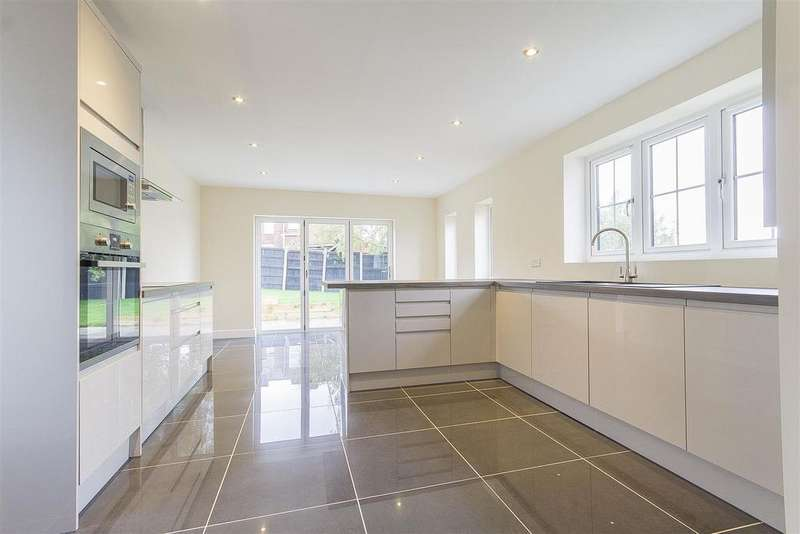 3 Bedrooms Detached House for sale in Cavendish Street North, Old Whittington, Chesterfield
