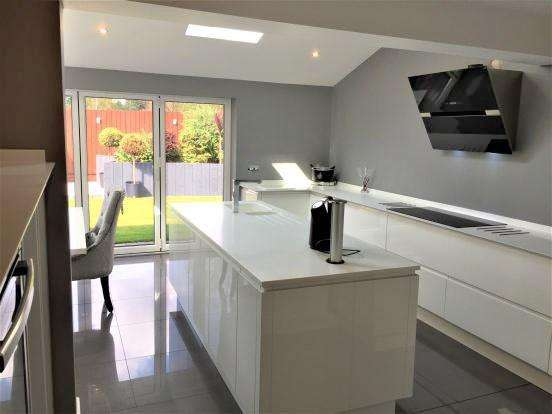 5 Bedrooms Detached House for sale in Wessex Drive, Leicester, LE3