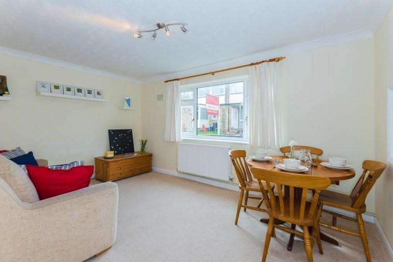 2 Bedrooms Apartment Flat for sale in Woodley Hill, Chesham