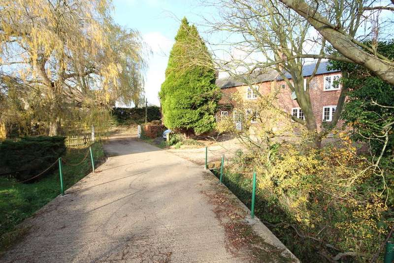 4 Bedrooms Detached House for sale in Deepdale, Great Easton