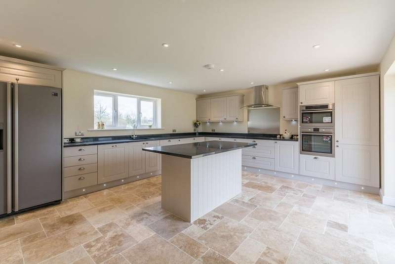 6 Bedrooms Detached House for sale in Hayes Knoll, Purton Stoke, Swindon, SN5
