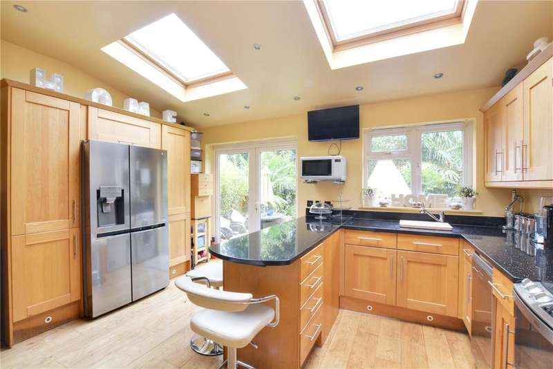 4 Bedrooms Terraced House for sale in Clayhill Crescent, London, SE9