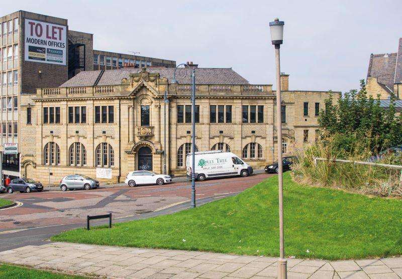 27 Bedrooms Flat for sale in Wakefield Old Road, Dewsbury, WF12