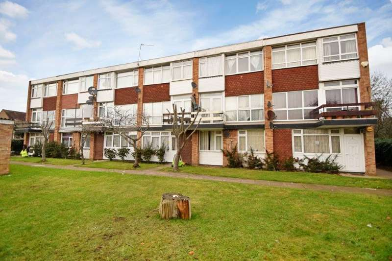 2 Bedrooms Maisonette Flat for sale in Belvedere Mansions, Clive Court, Slough, SL1
