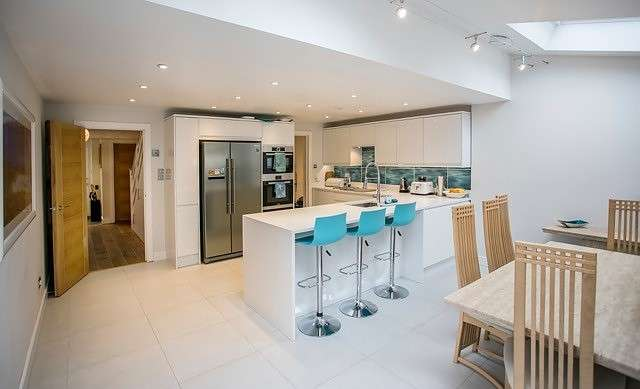 4 Bedrooms Detached House for sale in Munces Road, Marlow