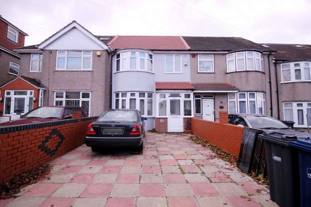 5 Bedrooms Terraced House for sale in Somerset Road, Southall, UB1