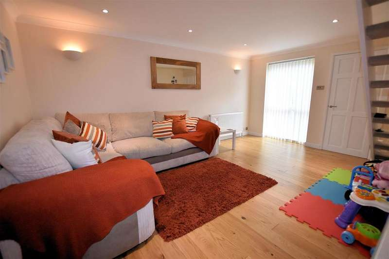 2 Bedrooms Terraced House for sale in Swanholm Gardens, Calcot, Reading