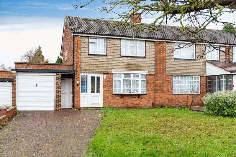 3 Bedrooms Semi Detached House for sale in Chestnut Avenue, Luton