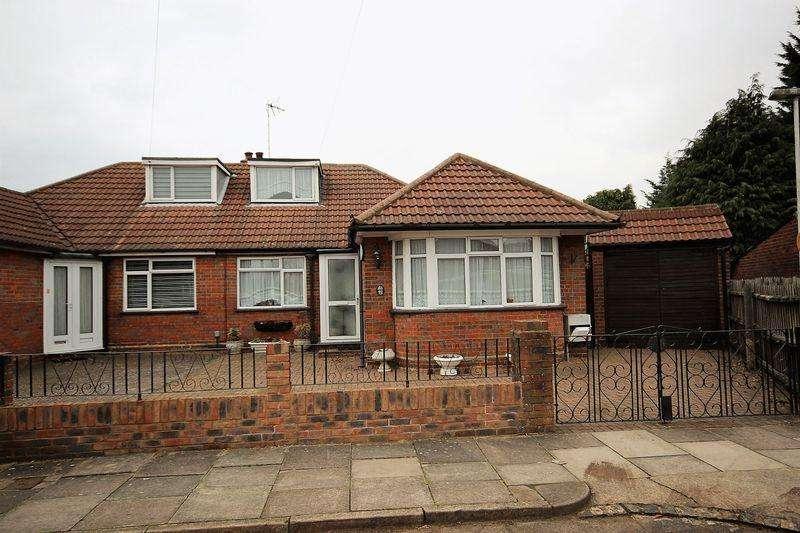 3 Bedrooms Bungalow for sale in Felix Avenue, Luton