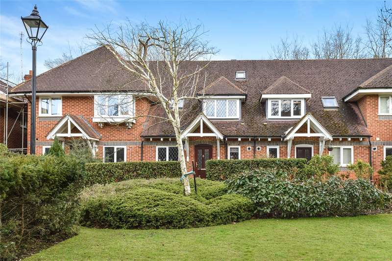 3 Bedrooms Terraced House for sale in Masefield Gardens, Crowthorne, Berkshire, RG45